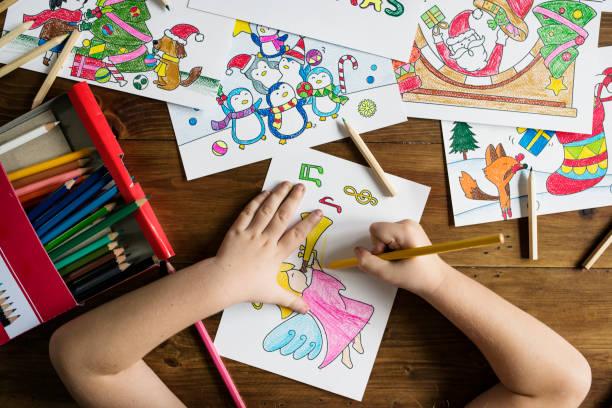 Kleines Mädchen Zeichnung und Färbung – Foto