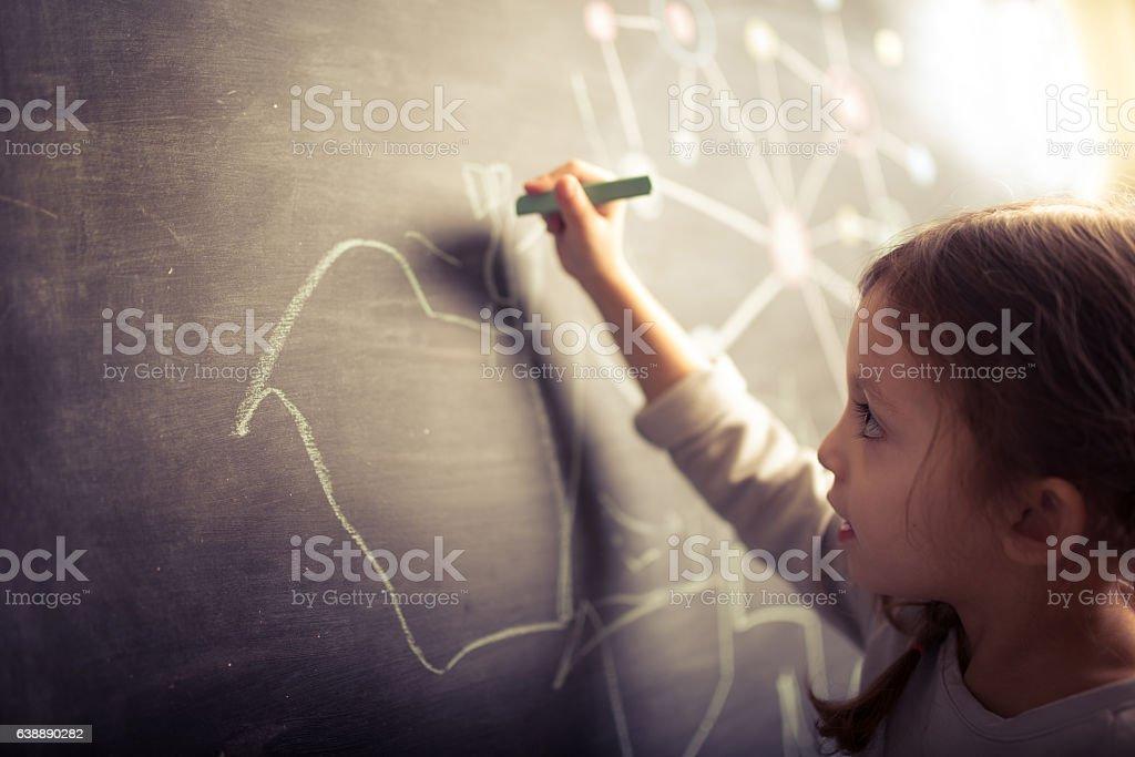Little girl drawing on blackboard – Foto