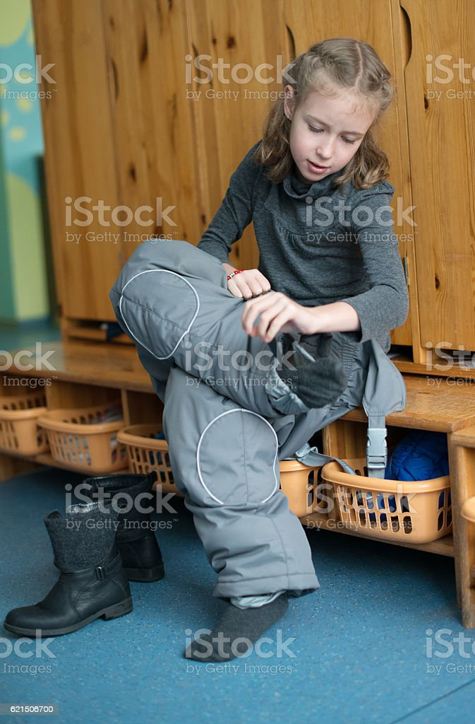 Little girl dressing up in kindergarten. photo libre de droits