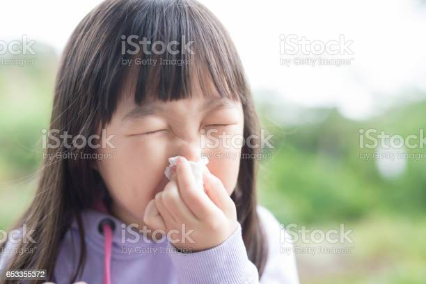 Little girl get cold picture id653355372?b=1&k=6&m=653355372&s=612x612&h=tqliloq4 rrrwcrnjpzldswkndsmml4deqpmj1ffjn0=