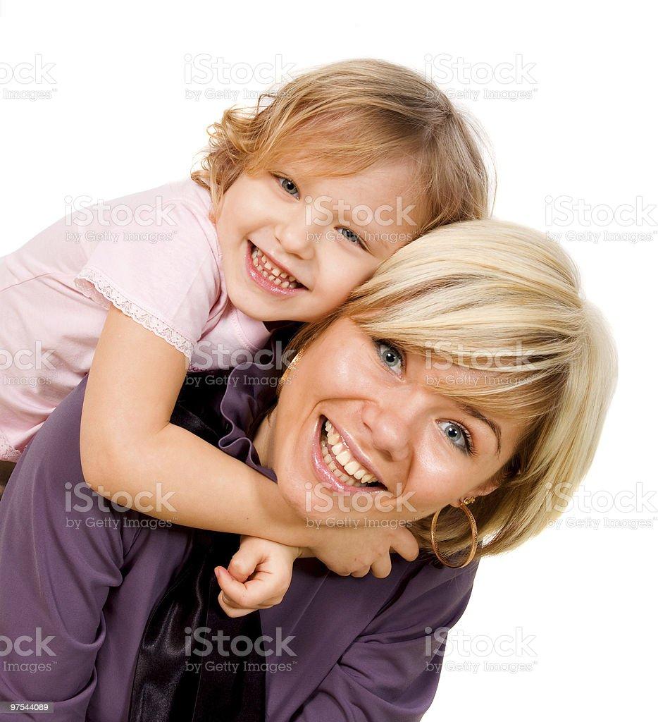 Petite fille se tenant une mère photo libre de droits