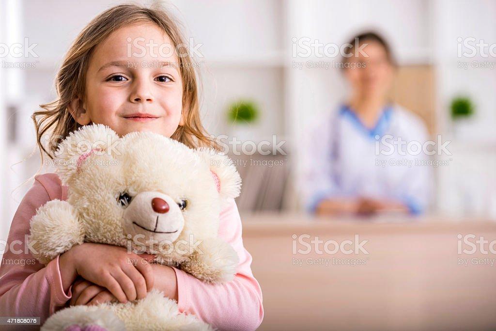 Menina em um médico - foto de acervo