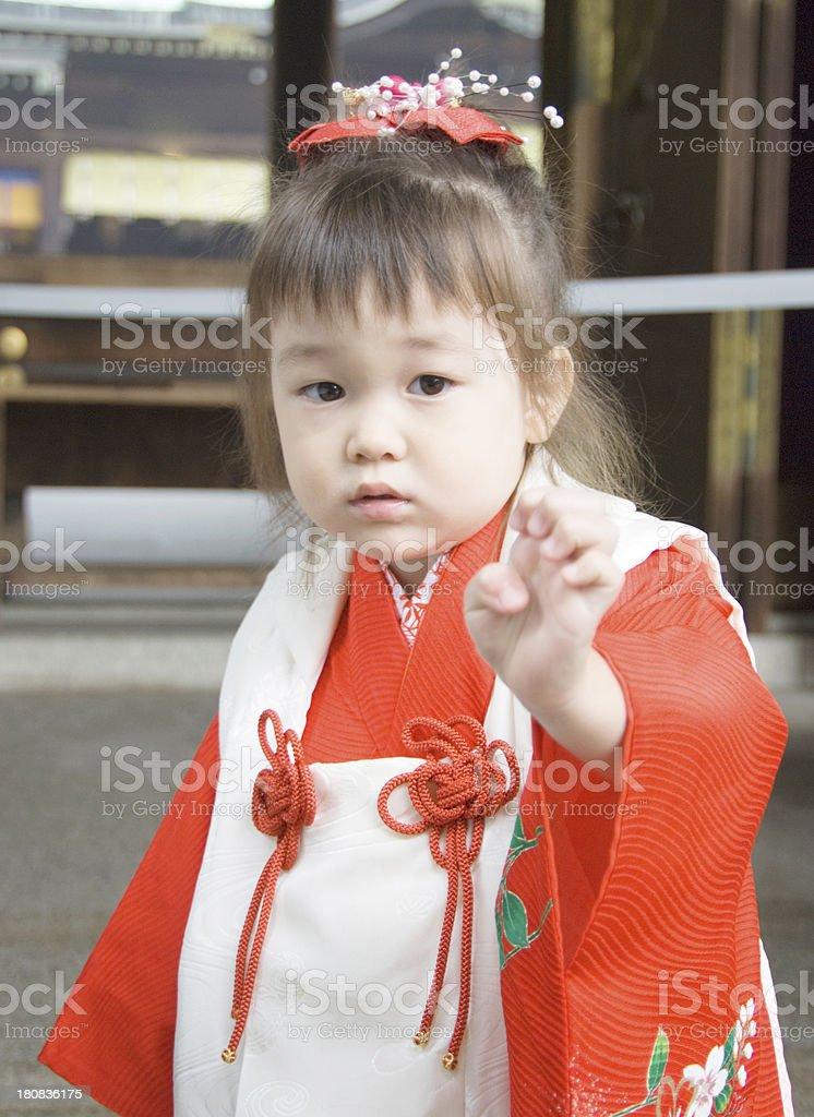 Piccola ragazza in kimono - foto stock