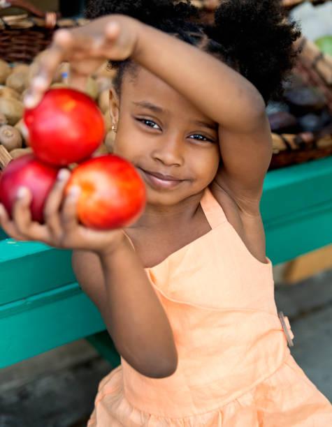 little girl in zero waste oriented fruit and grocery store. - pesche bambino foto e immagini stock