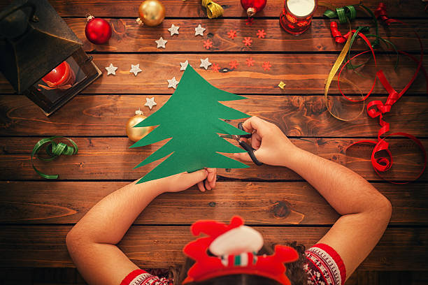 little girl making christmas card - basteln mit kindern weihnachten stock-fotos und bilder