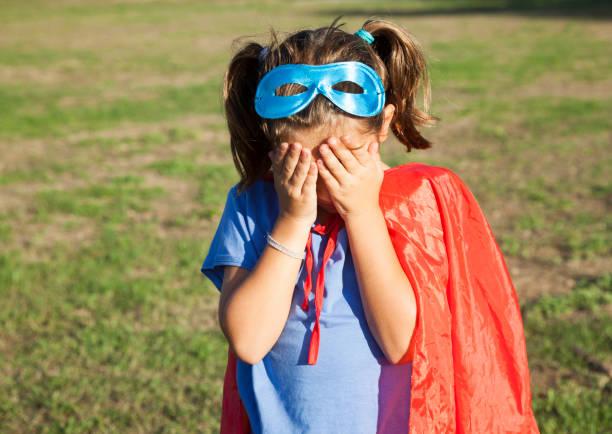 liten flicka som leker superhjälte - superwoman barn bildbanksfoton och bilder