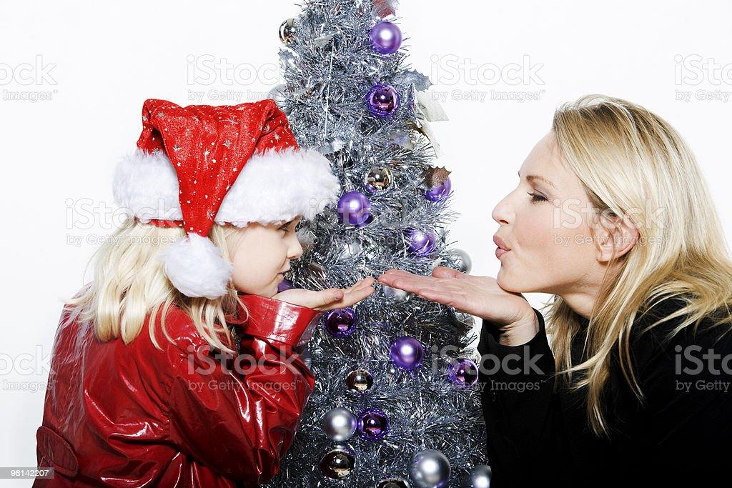 소녀만 준비 크리스마스 트리 royalty-free 스톡 사진