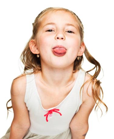 Kleines Mädchen Zunge Herausstrecken Stockfoto und mehr