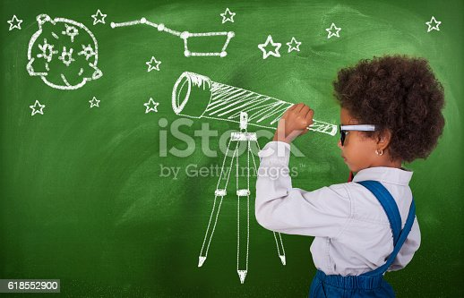 istock Little girl using his imagination to look at stars 618552900