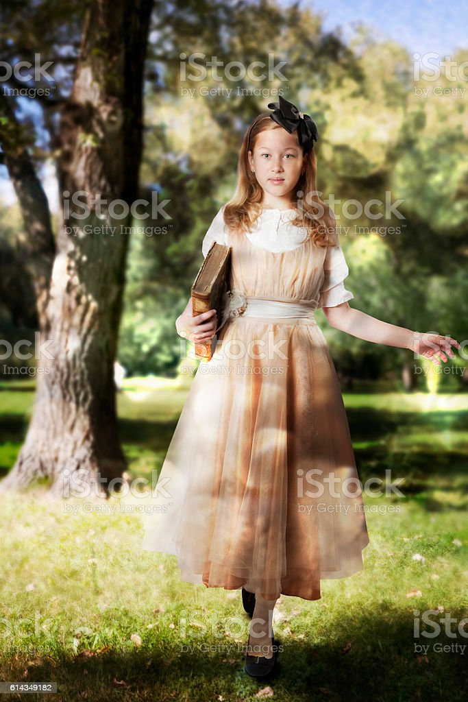 Little girl walking into an enchanted forest - foto de stock