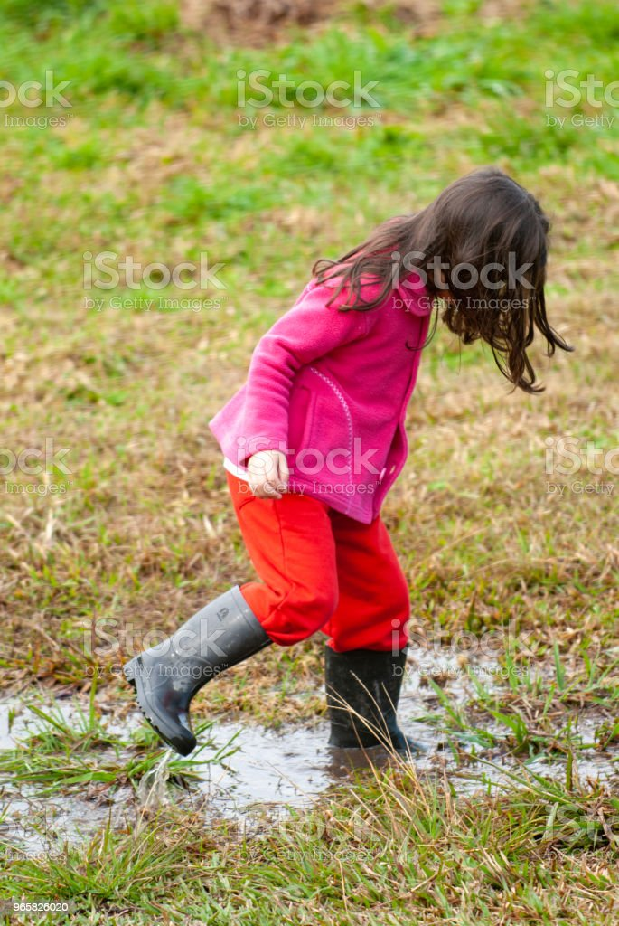 Little girl with a rain boot playing on the mud - Royalty-free 4-5 Years Stock Photo