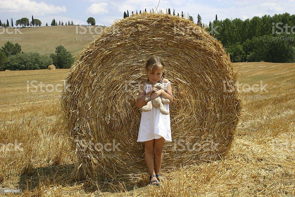 Bambina con orsacchiotto foto stock royalty-free