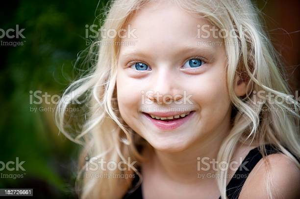 Free giant eye images pictures and royalty free stock photos - Blonde yeux bleu ...