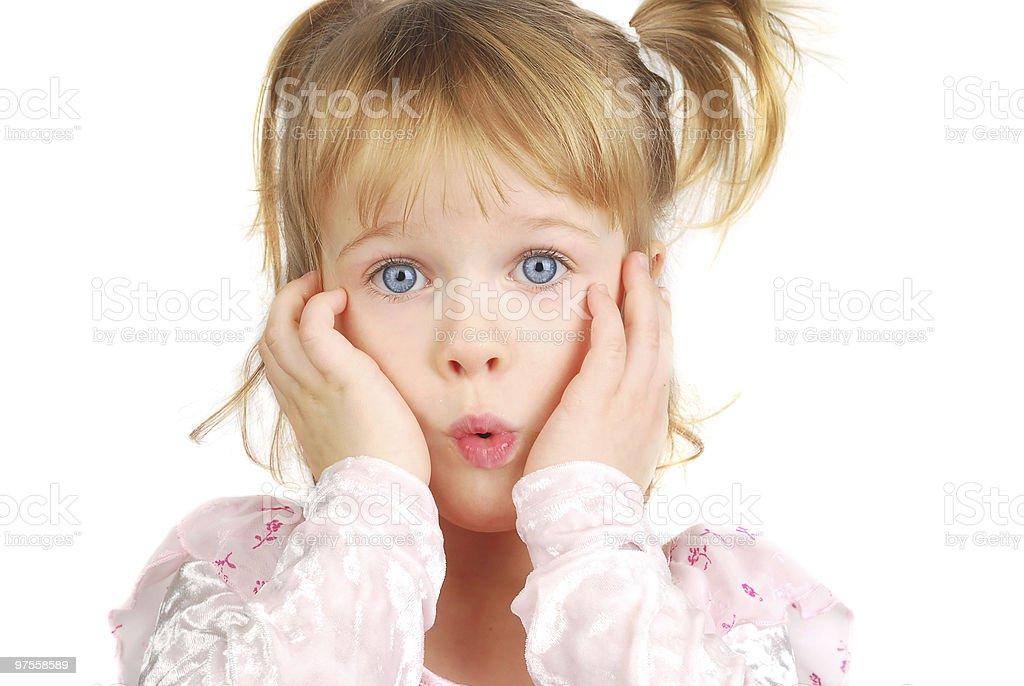 Drôle petite fille avec le visage. photo libre de droits