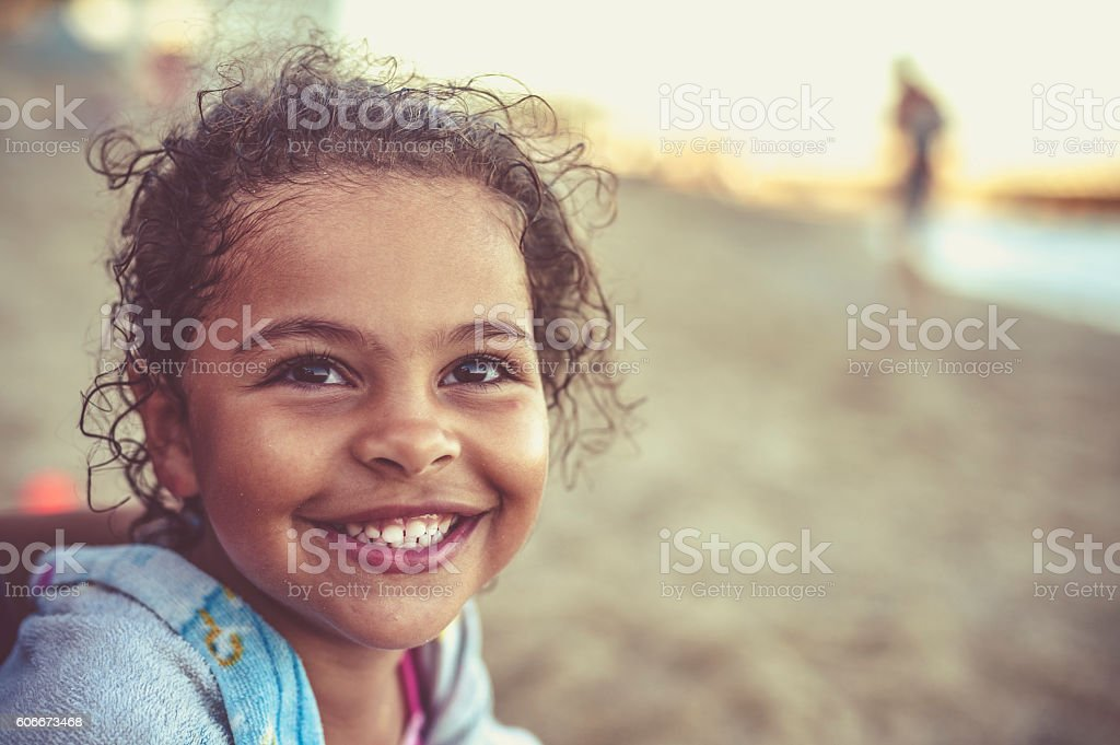 Little Girl (4-5) With her Toothy Smile – Foto
