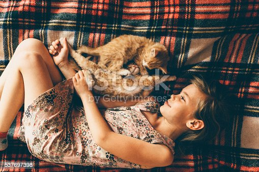 istock Little girl with kittens 537697398