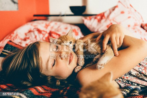 istock Little girl with kittens 537697410