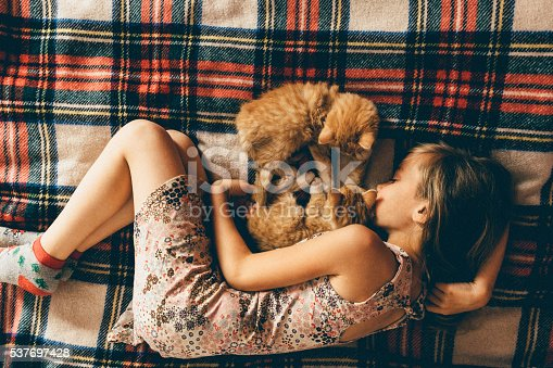 istock Little girl with kittens 537697428