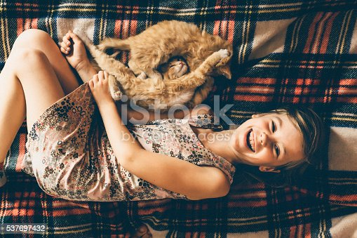 istock Little girl with kittens 537697432