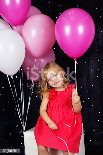 istock Little girl with pink balloons 522952511