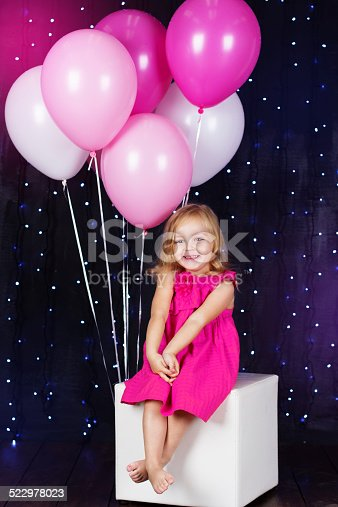 502281614 istock photo Little girl with pink balloons 522978023