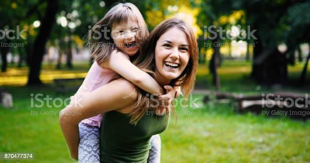 Little Girl With Special Needs Enjoy Spending Time With Mother - Fotografias de stock e mais imagens de Adulto