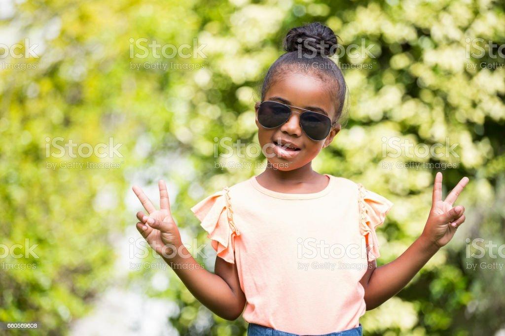 18b326cfd2 Photo libre de droit de Petite Fille Avec Des Lunettes De Soleil Au ...