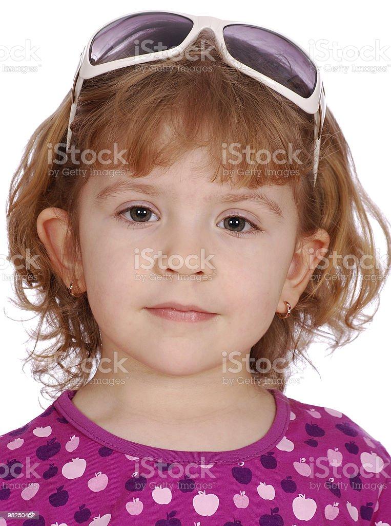 Bambina con gli occhiali da sole a testa foto stock royalty-free