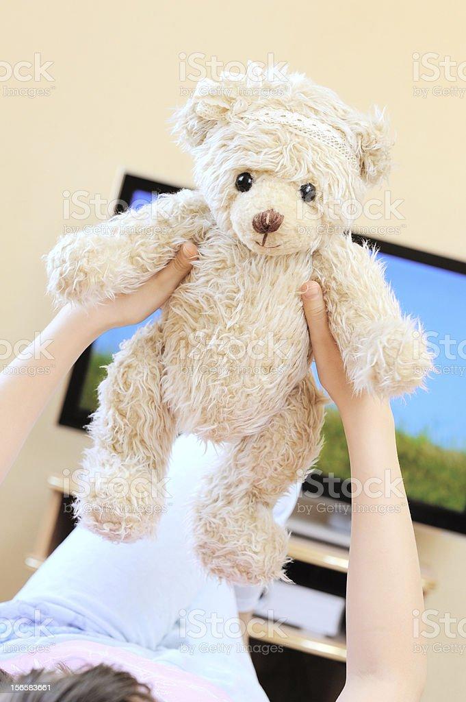 Kleines Mädchen mit teddy-Bär – Foto