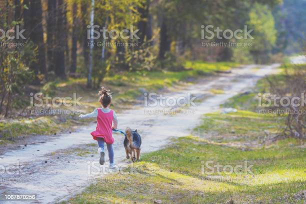 Little girl with the dog running on the country road back to the picture id1067870256?b=1&k=6&m=1067870256&s=612x612&h=ypvrhbg 41ctfzvbudi7cxl6aoxezeb9 seapastjba=