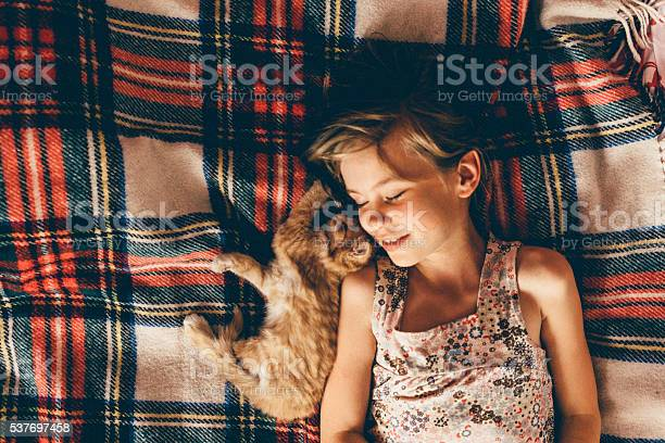 Little girl with the kitten picture id537697458?b=1&k=6&m=537697458&s=612x612&h=oviv0xgupzos4gptyidunuch5c4h27yxljg2jsolktc=