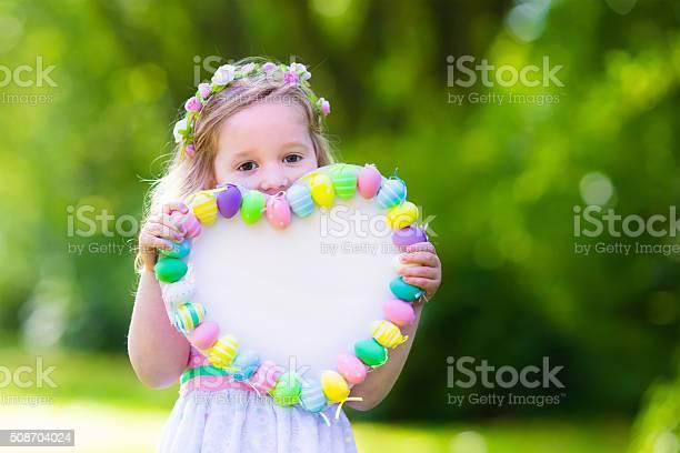 Little girl with white board for easter greetings picture id508704024?b=1&k=6&m=508704024&s=612x612&h=pyzupetlfe0vyiolxposdf6jz0 e98v eucjwjdf um=