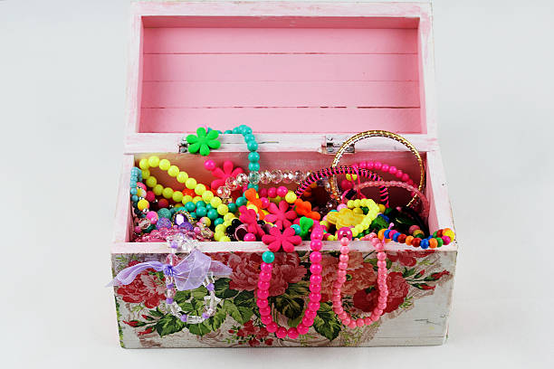 little girls jewelry box - kinderschmuck stock-fotos und bilder