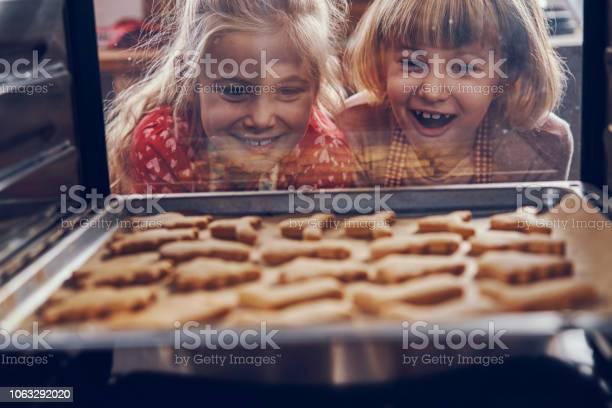 Little girls waiting for christmas cookies to bake in the oven picture id1063292020?b=1&k=6&m=1063292020&s=612x612&h=znghykah40vmzyyyuv1mfht1zdavtj6imlga8 jqpzw=
