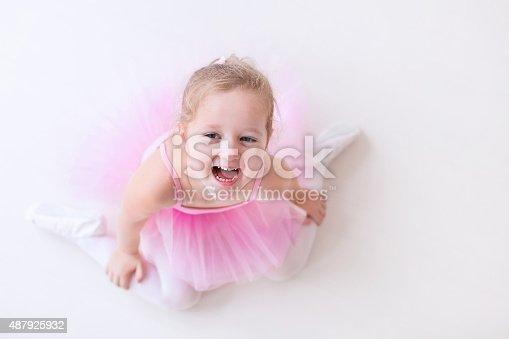 istock Little happy ballerina in pink tutu 487925932