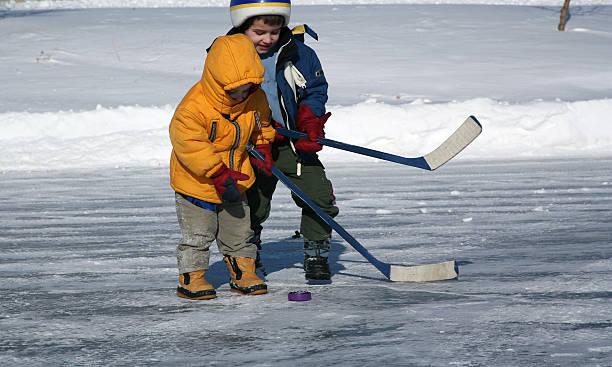 little hockey player - kinder winterstiefel stock-fotos und bilder