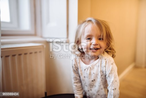 678589610istockphoto little kid happiness at home 955569434