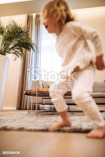 678589610istockphoto little kid happiness at home 955569438