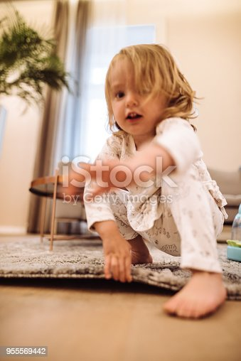 678589610istockphoto little kid happiness at home 955569442