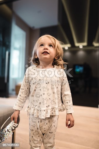 678589610istockphoto little kid happiness at home 957408530