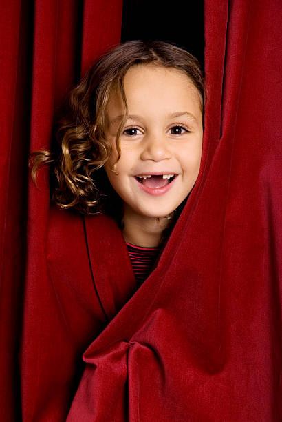 little lachen performer - mädchen vorhänge stock-fotos und bilder