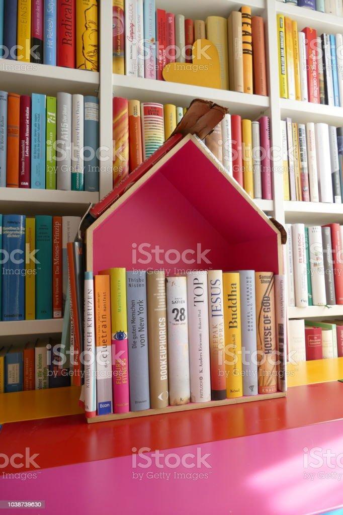 Photo Libre De Droit De Petite Maison De La Bibliothèque En