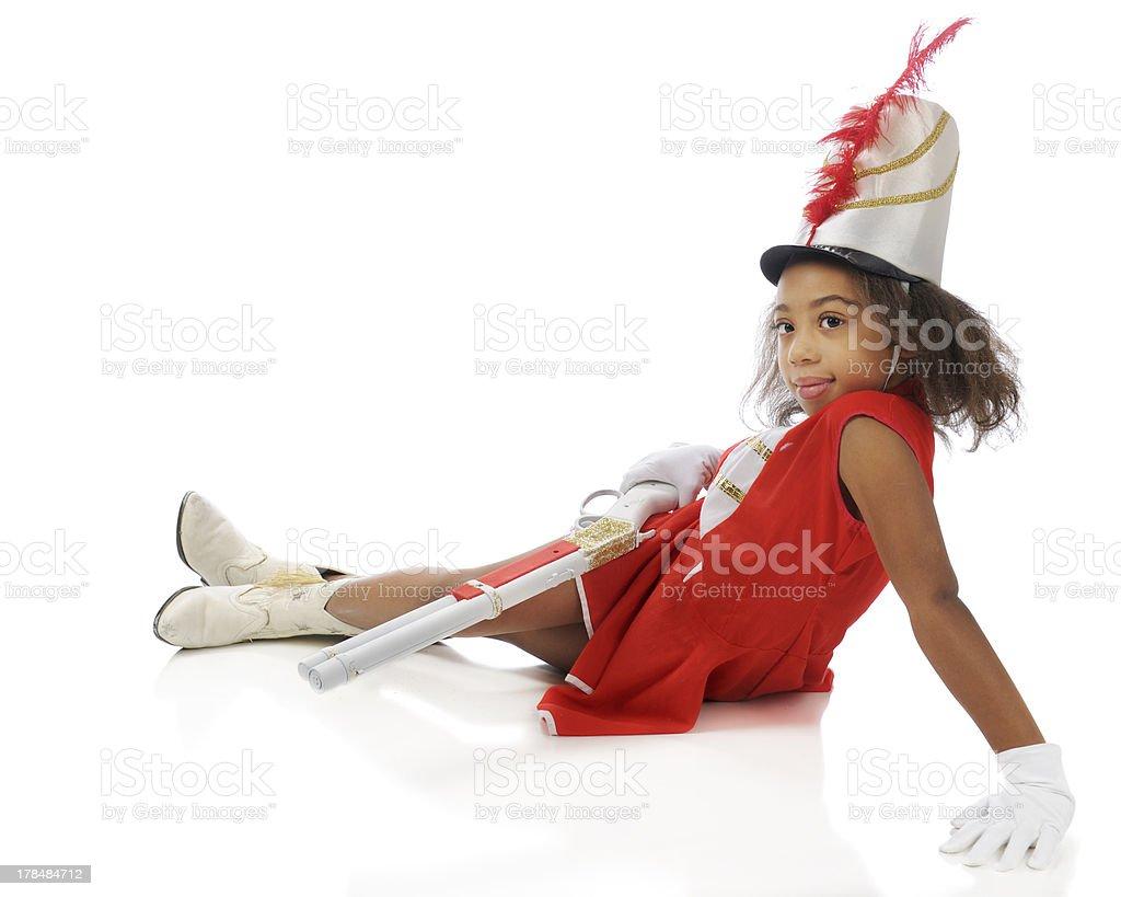 Little Majorette relajado con escopetas - foto de stock