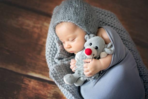 Little newborn baby boy sleeping in basket holding toy picture id858115208?b=1&k=6&m=858115208&s=612x612&w=0&h=anonvabzlz 4w0s3kjwhcpdhkueohjdxm jurnpn9po=