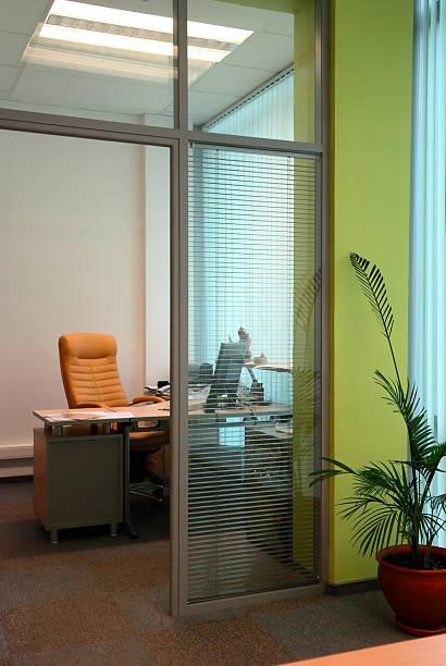 Kleinen Büro hinter der Trennwand Arbeitszimmer – Foto