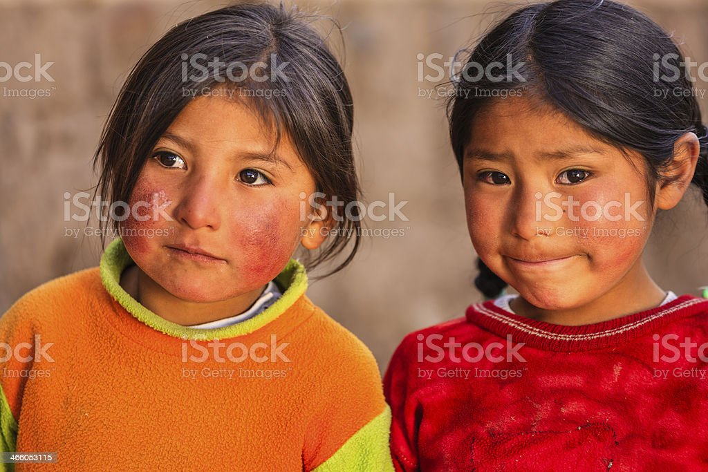Little peruano meninas perto Canion Colca, Arequipa, Peru - foto de acervo
