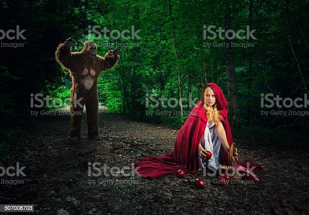 Little red riding hood lost in the forest picture id507008703?b=1&k=6&m=507008703&s=612x612&h=7qdjzvvmob9ulc2nqyf7ik1svf8que7nkfhbdxi1pay=
