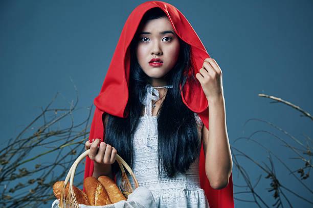 rotkäppchen - rotkäppchen kostüm stock-fotos und bilder
