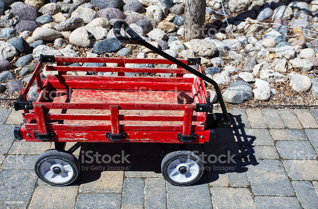 Little red wooden wagon – Foto