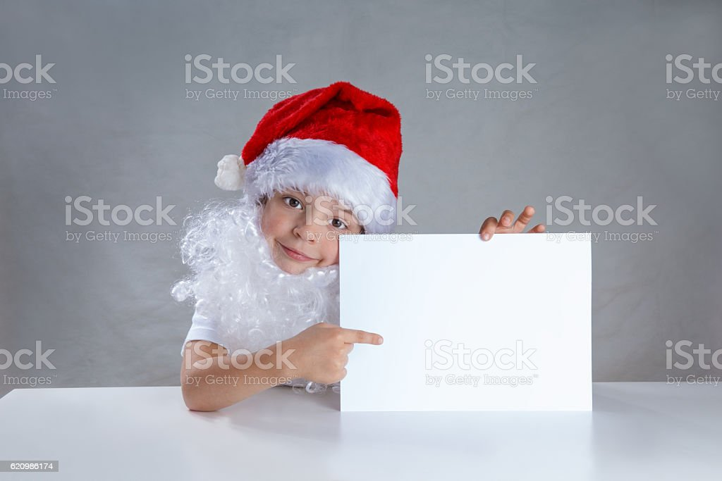 Little Santa holding a white envelope and shows him smiling foto royalty-free